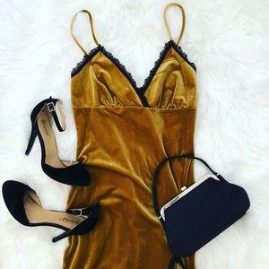 ✨Forever21 Gold Velvet Slip Dress Size Small✨